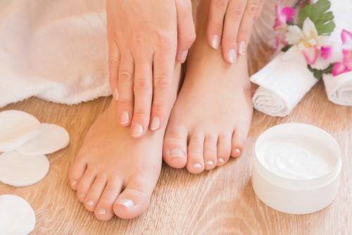 DIY foot cream with essential oils for natural foot care. Learn how to naturally care for dry, cracked feet and skin with this homemade foot cream recipe made with lavender and peppermint essential oils. A simple effective dry skin remedy for feet with cooling peppermint essential oils and optional menthol crystals. The best homemade peppermint foot cream recipe for your natural skin care routine.