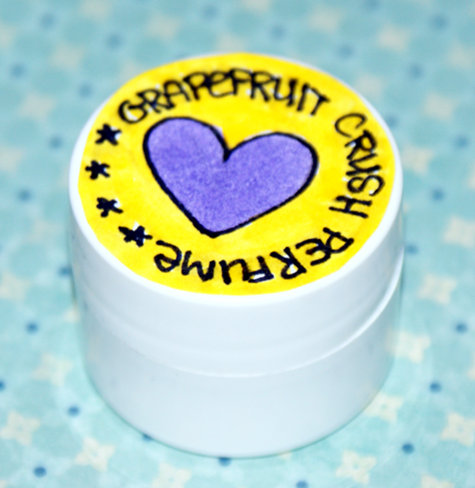 This Grapefruit Crush Solid Perfume Recipe is so easy to make and is simply perfect for a homemade gift, stocking stuffers and even wedding favors!