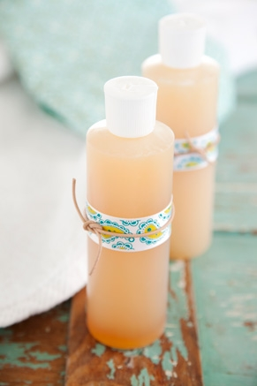 Homemade Mother's Day Gift Ideas - Handmade Foaming Liquid Soap Recipe - Natural Bath and Beauty DIY