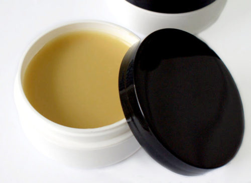 Best Lanolin Salve DIY for Dry, Cracked Skin & Eczema! This natural lanolin salve recipe makes a wonderful alternative to commercial lotions and creams for hydrating and protecting extremely dry skin. Not only does it promote skin health and healing, but it also adds an additional layer of protection that dry, damaged or cracked skin needs to repair itself. Plus 10+ more natural skin care recipes with lanolin.