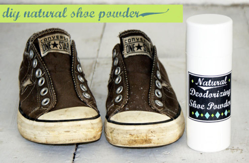 DIY Natural Homemade Deodorizing Shoe Powder Recipe - Keep Your Shoes Smelling Fresh Even If They Don't Look It - Also Free Printable Labels