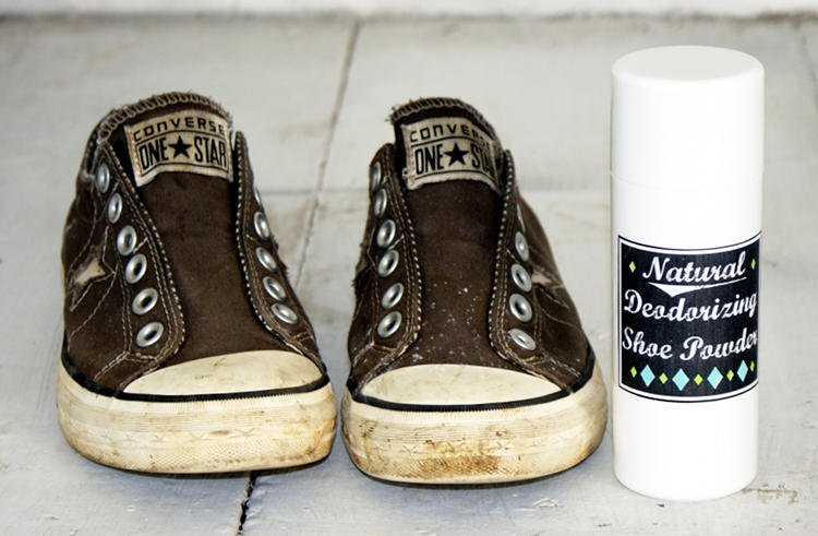 DIY Deodorizing Foot and Shoe Powder Recipe with Printable Chalkboard Style Labels
