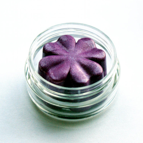 How to Make Cream Eyeshadow - Non-Toxic DIY Mineral Cream Eyeshadow Recipe in Violet Shimmer