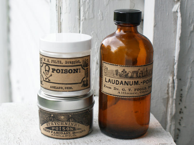 Free vintage poison printable halloween apothecary labels for Halloween medicine bottles