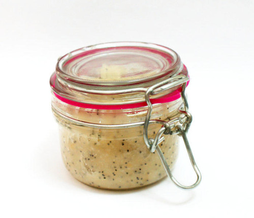 Beauty DIY - Natural Homemade Lemon and Poppy Seed Sugar Scrub Recipe