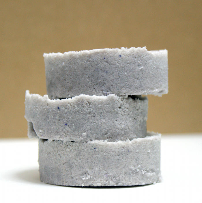 Homemade lavender bath bomb recipe with organic essential oil. Want a truly indulgent bath experience? This natural homemade lavender bath bomb recipe creates a luxurious bath experience with skin loving shea butter, apricot kernel oil and sea salt! Learn how to make these simple DIY lavender essential oils bath bombs now for an evening of self care! #bathbombs #essentialoils #diy