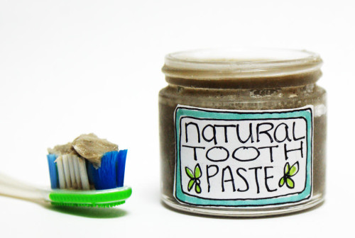 All Natural Homemade Toothpaste Recipe that helps to whiten teeth naturally!