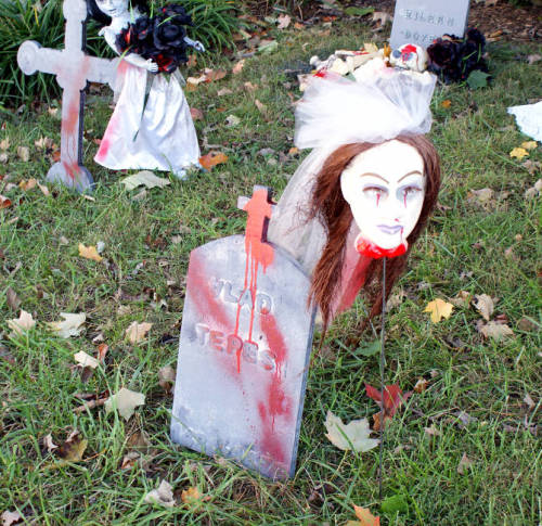 Spooky Outdoor DIY Halloween Decorations