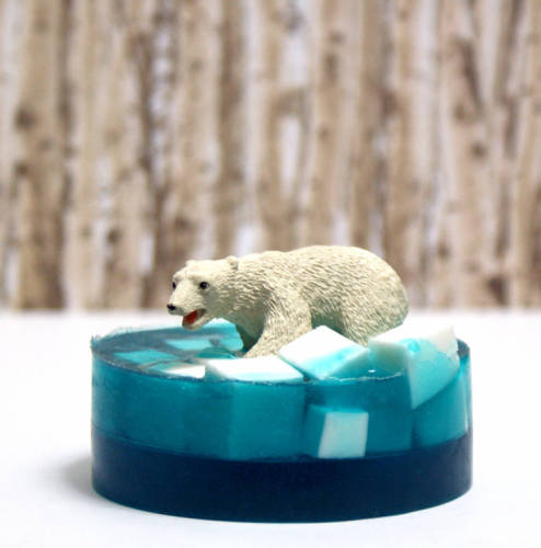 Easy Melt and Pour Polar Bear Soap Tutorial - These make fun homemade Christmas gifts!