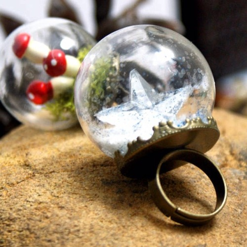 Learn how to make these beautiful DIY snow globe rings for homemade Christmas gifts.