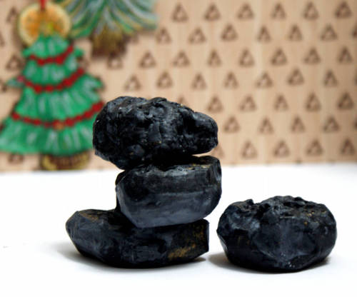 Learn how to make this DIY Christmas gag gift for Santa's lump of coal soap! This easy homemade soap recipe and tutorial is fun and easy to make and sure to please.