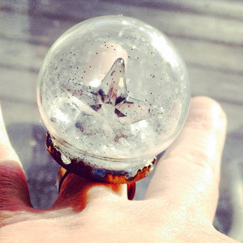 This starry DIY snow globe ring makes a fun and unique homemade Christmas gift!