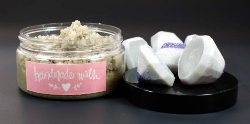 This super easy DIY gem bath melts recipe requires just a few simple ingredients to create beautiful and luxurious DIY wedding favors or homemade gifts!