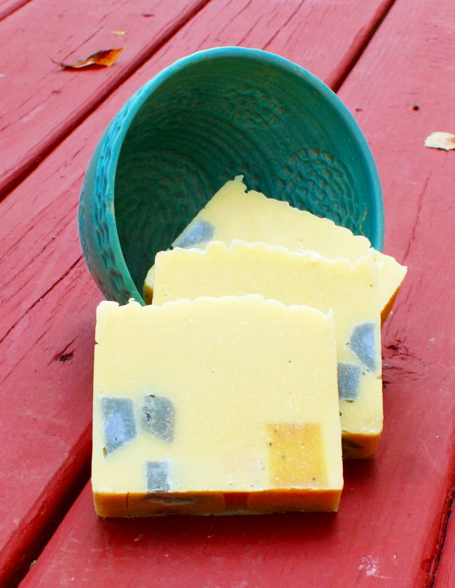 This natural lemongrass and neem oil soap recipe contains both neem oil and evening primrose oil, both prized for their medicinal skin care properties that can help to tackle tough skin issues like eczema. In addition, this natural lemongrass and neem oil soap recipe is scented with an energizing blend of lemongrass essential oil and a touch of sage.