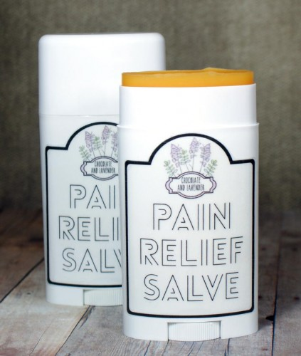 This natural cayenne pain relief salve recipe is wonderful for treating pain caused by arthritis, sore muscles, stiffness and swelling. Plus there are free printable labels for your final product!