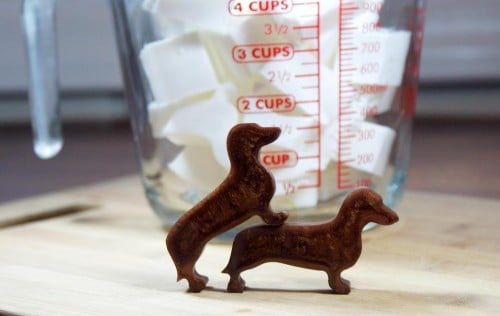 This darling dachshund melt and pour soap recipe is perfect for dachshund lovers who must have everything dachshund! You know who you are. (wink.) I'm one of those people too.
