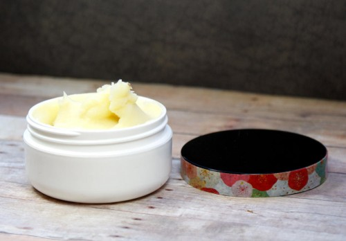 This natural neem butter recipe helps to promote healing of (closed) wounds and abrasions as well as to help minimize scarring and ease pain.