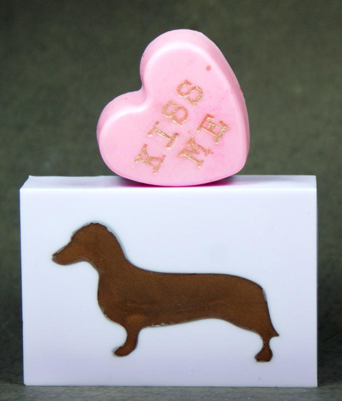This darling dachshund melt and pour soap recipe is perfect for dachshund lovers who must have everything dachshund! You know who you are. (wink.)
