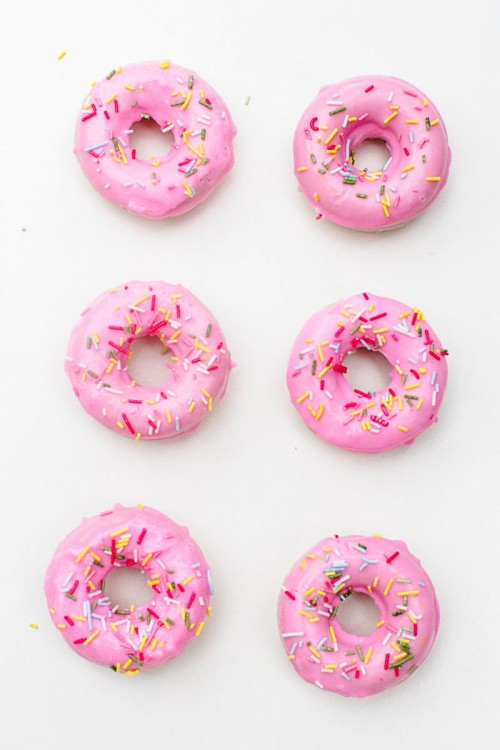 Follow this easy Doughnut Soap Tutorial via Bespoke Bride to learn how to make your own homemade donut soaps for wedding favors or just for fun!