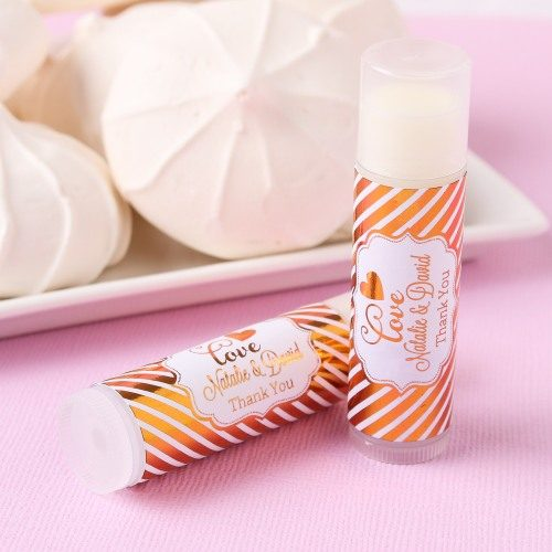 Need DIY wedding favor ideas? Consider this lovely collection of DIY wedding favors that are easy to make in bulk for your big day.
