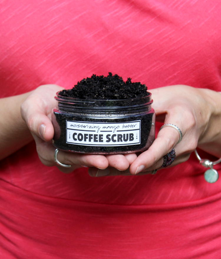 Learn how to make your own homemade moisturizing coffee scrub recipe that won't clog pores! Plus alternative ingredients you can use that have a low comedogenic rating. And free printable labels for gifting your finished coffee scrubs.