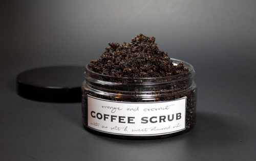 This homemade coffee scrub recipe without coconut oil is inspired by the Frank Body Original Coffee Scrub. Scented with a fresh blend of orange, coconut and cardamom, my coffee scrub recipe contains naturally emollient sweet almond oil, mineral rich pink Himalayan salt, anti-inflammatory blood orange essential oil, brown sugar, and ground coffee to exfoliate, smooth and brighten dull, aging or acne prone skin. Plus there are free printable labels for gifting!