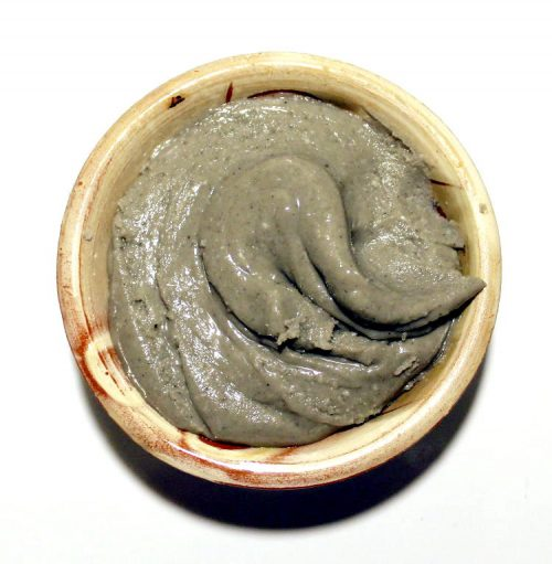 This natural lavender cream deodorant recipe is free of irritating baking soda and contains only natural ingredients like arrowroot powder, magnesium hydroxide and bacteria fighting neem oil. In addition, it can be used for other skin care issues. In addition to using this lavender cream deodorant under your arms to fight odor, also try it on your feet to keep them from sweating and stinking in hot shoes, on your face solo or underneath makeup to keep your face shine free and fight acne, or you can even use it as an acne fighting face mask! How's that for a four-in-one product?