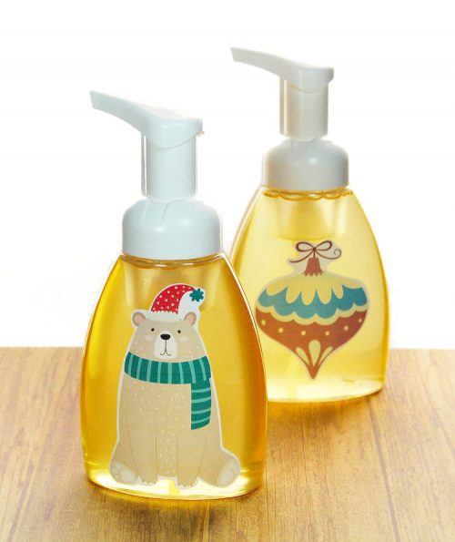 DIY Christmas gift ideas for teachers. Peppermint essential oil foaming soap recipe & decorative winter soap pump tutorial. This holiday foaming hand soap DIY lends a festive touch to your existing soap pumps. Or make your own peppermint scented foaming hand soap with just three simple ingredients! These make great homemade teacher gifts too!