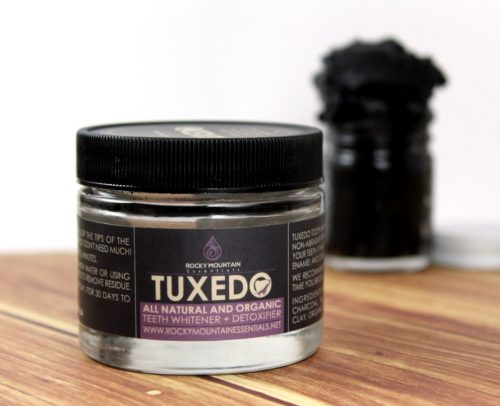 This all natural, organic teeth whitener contains only coconut shell charcoal, calcium bentonite clay, organic mint and organic orange peel. Activated charcoal, of course, is known for it's detoxifying properties and is a common ingredient in anti-acne masks along with bentonite clay so it can double as an anti-acne face mask!