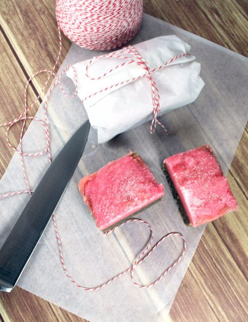This strawberry and chocolate fudge solid sugar scrub bars recipe makes fantastic treats for your skin! Indulge in all of the sugar and chocolate your heart desires with none of the calories. Not only do my fudge solid sugar scrub bars make great homemade gifts - think Valentine's Day! - they're absolutely perfect for dry winter skin!