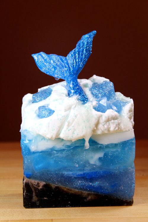 Make waves with this awesome mermaid soap tutorial that lets you explore your creative side! Crafted using a combination of melt and pour soap bases, this soapmaking project makes a fun filled weekend project you can enjoy with friends or family!