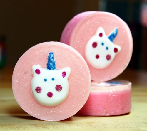Learn how to make these sweet unicorn soaps with my unicorn macaron soap tutorial! Made using a melt and pour soap base, my unicorn macaron soap tutorial will guide you through the steps of making your own unicorn macaron soaps! Just melt, pour then paint your soaps for a sweet homemade gift!