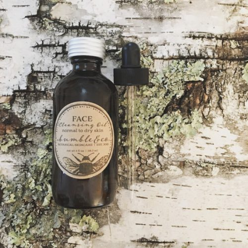 This unisex organic face cleansing facial oil from Bumble & Co. is 100% natural and is made using fine oils that gently deep clean skin. Organic oils of sunflower (infused with calendula + chamomile flowers), macadamia nut, castor, and sesame will open pores, dissolving dirt and toxins, while softening and toning the skin tissue. This formula was created for both normal to dry and oily skin types.