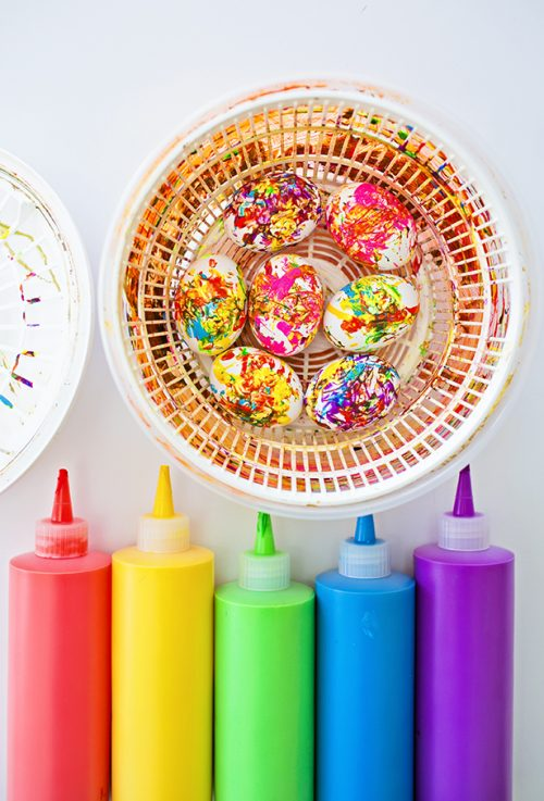 DIY Easter Crafts! Discover wonderful DIY Easter crafts to fill your weekend including these DIY Spin Art Easter Eggs via Hello Wonderful!