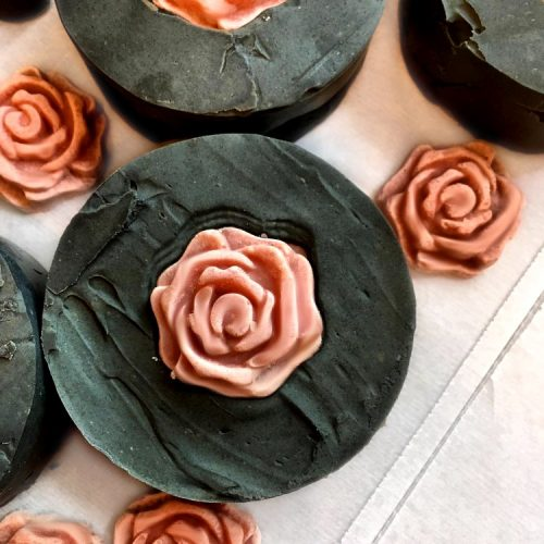 This chia & charcoal soap recipe is made with chia seed oil, activated charcoal and black clay for maturing, combination and acne prone skin.