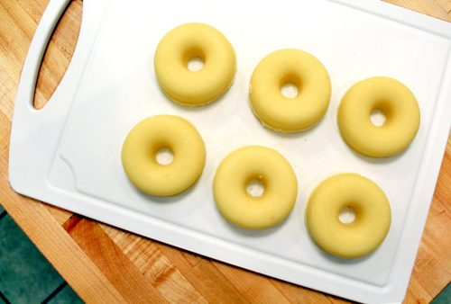 These lemon scented DIY solid salt scrub donuts are naturally scented and are a great way to exfoliate and moisturize skin for summer! Plus they're so easy to make! Grab a friend and make this delightful project over the weekend!
