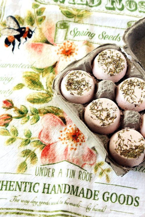 Craft these DIY Himalayan Pink Salt + Rosemary Bath Bombs via Under A Tin Roof blog as last minute Mother's Day gift!