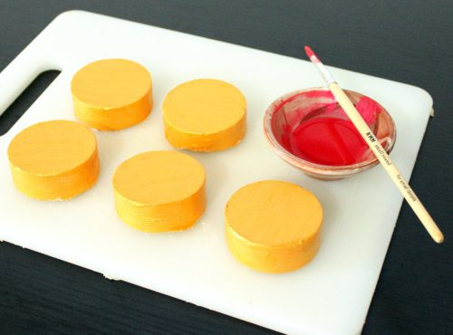 This blood orange soap recipe is made with real orange powder and blood orange essential oil. Blood orange essential oil has anti-inflammatory, antiseptic and antibacterial properties that make this blood orange soap recipe especially suitable for acne prone and combination skin.