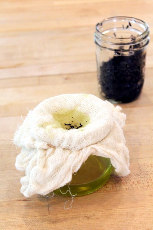 How to make tea infused oil for a natural coffee & black tea under eye cream!