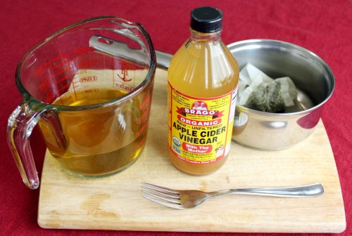 Yerba Mate Hair Rinse Recipe with Apple Cider Vinegar! This Yerba Mate Hair Rinse Recipe with apple cider vinegar not only helps to strengthen hair and improve luster, but it can even restore hair's natural color and fend off those pesky grays. While this yerba mate hair rinse is especially beneficial for anyone using a no poo hair care approach, it's wonderful for all hair types.