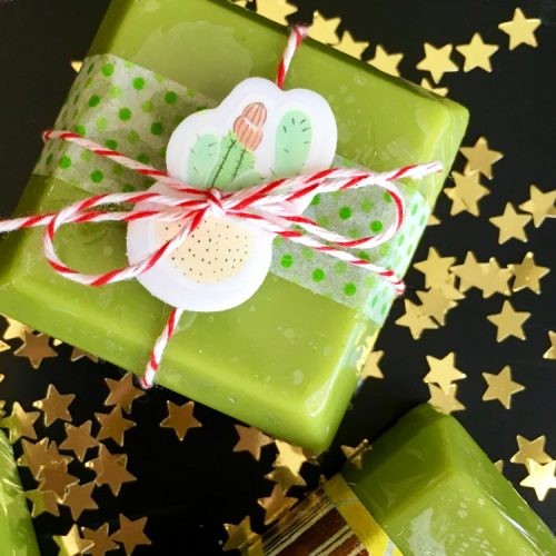 Matcha Green Tea Butter Bars Recipe! These DIY Matcha Green Tea Butter Bars are made with skin nourishing tea seed oil and matcha green tea to create a luxurious non-greasy solid lotion bar that melts onto skin upon application. Unlike recipes for traditional solid lotions bars, these naturally green tinted DIY Matcha Green Tea Butter Bars absorb quickly and won't leave your skin feeling greasy.