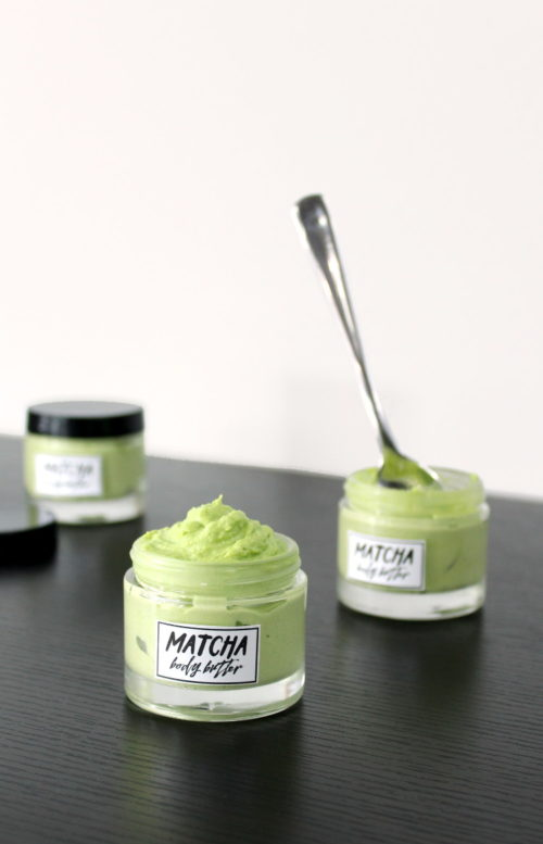 DIY Matcha Body Butter Recipe! This smooth and ultra creamy DIY matcha body butter is a great way to moisturize dry and sunburned skin this summer! Made with natural antioxidant rich matcha green tea, this DIY matcha body butter is scented with lavender essential oil to help ease the pain associated with sunburns and promote healing.