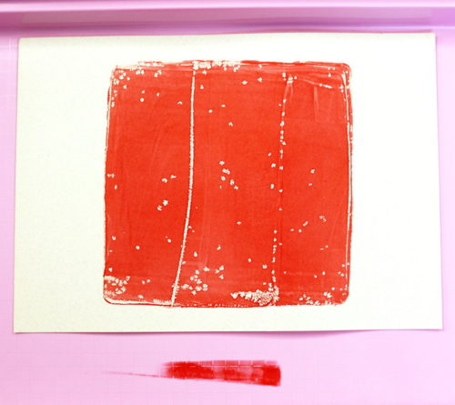 DIY Gelli Printing Tutorial! Gelli printing is monoprinting using a gel printing plate. Because the gelli plate is made out of a gel, it's extra sensitive surface will imprint any texture that it is sitting upon or covered with. So you can use materials such as bubble wrap, plastic grids, foam stamps, stencils, leaves and string to create unique and beautiful prints.