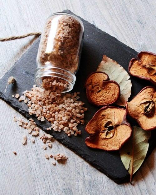 Fall Baked Apple Bath Salts Recipe via Life-N-Reflection