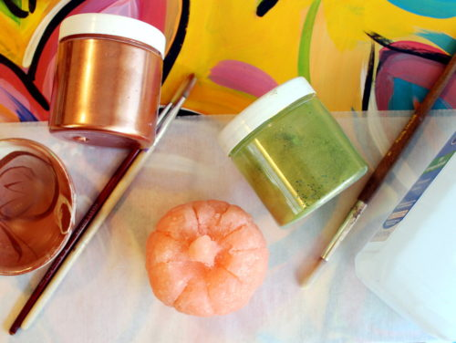 Pumpkin spice beauty and skin care recipes for fall and autumn inspired homemaking tips and tricks. Discover my favorite cleaning solutions for fall plus great tips for making the transition into fall with homemaking ideas and 12 pumpkin spice recipes. #pumpkinspice #cleaning #tipsandtricks #homemaking #diy