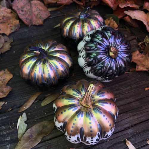 No Carve Pumpkin Ideas! Decorative Fall Metallic Pumpkins for Fall from Lolly Birds! These lightweight pumpkins vary in color and shape and are painted in metallic acrylic paint for a fun, non spooky, universal fall decor! #fall #pumpkins #halloween #homedecor #nocarvepumpkins