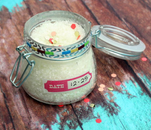Pain Relief Bath Salts Recipe! Crafted using Epsom salt, prized for its high magnesium content, these bath salts safely and naturally ease muscle pain, detox your body and promote calm. While a light blend of essential oils offer their aromatherapy benefits and a gentle cooling sensation. #diy #recipe #bathsalts #painrelief #homeremedies #natural