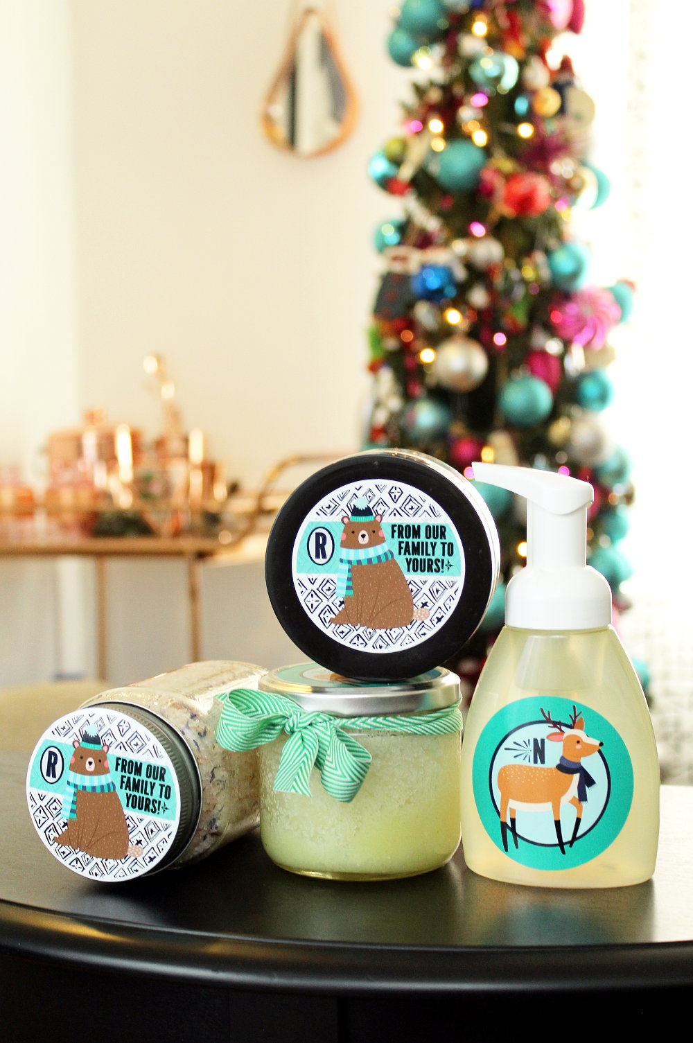 Easy Homemade Holiday Gifts! Save money and personalize your holiday gift giving this year with these easy homemade holiday gifts with personalized sticker labels from StickerYou! #diy #homemade #gift #giftideas #holidays #personalized #diygifts #homemadegifts #ad