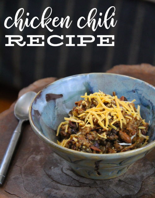 White Chicken Chili Recipe! This white chicken chili recipe is pretty darn amazing. Made with a blend of various beans, fried chicken breasts and seasonings, this chicken chili is perfect for those who prefer the heat of their chili somewhere in between mild and medium. #chicken #dinner #recipe #chili