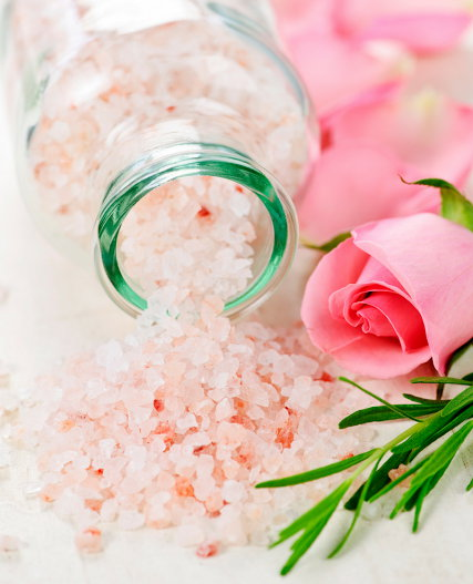 DIY Valentine's Day Gifts! These gorgeous DIY rose bath salts via Everything Pretty are the perfect Valentine's Day gift for your bath and beauty loving Valentine! #valentines #valentinesdaygift #bathsalts #rose #diy #beauty #skincare #gifts